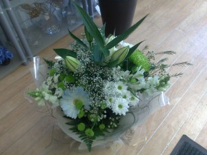 cream handited bouquet (Medium)